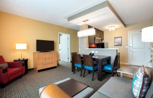 TownePlace Suites Orlando at Flamingo Crossings/Western Entrance (25 of 33)
