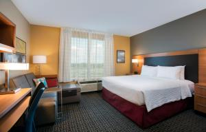TownePlace Suites Orlando at Flamingo Crossings/Western Entrance (30 of 33)