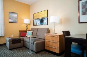 TownePlace Suites Orlando at Flamingo Crossings/Western Entrance (33 of 33)