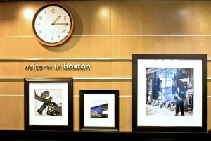 Hampton Inn & Suites Boston Cr..