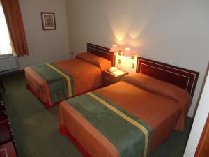 Queen Room with Two Queen Beds Hotel Diego de Almagro Los Angeles