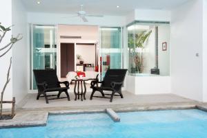 The Old Phuket - Karon Beach Resort