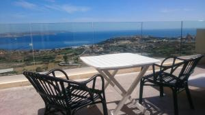 Blue Harbour B&B, Bed and Breakfasts  Nadur - big - 18