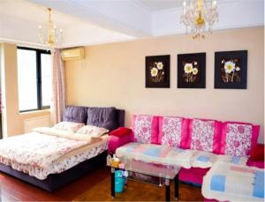 Sweet House Theme Apartment(Da Lian Yi Feng New Town Apartment Branch), Apartmanok  Csincsou - big - 1