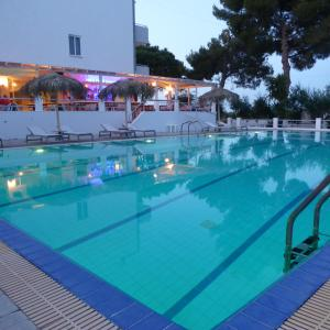 Blue Nest Hotel, Hotel  Tigaki - big - 44