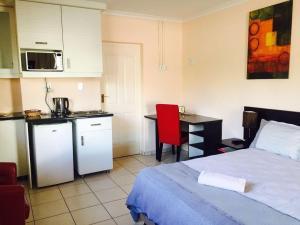 Logos Guest House, Bed & Breakfasts  Pietermaritzburg - big - 15