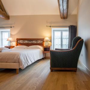Le Logis D'Azé, Отели типа «постель и завтрак»  Azé - big - 2