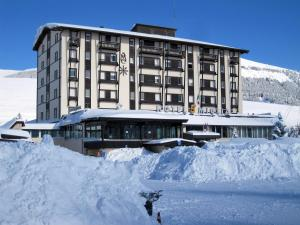 Hotel 5 Miglia, Отели  Ривизондоли - big - 19