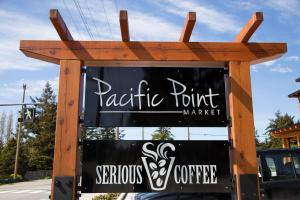 Pacific Point Market and Suites - Hotel - Powell River