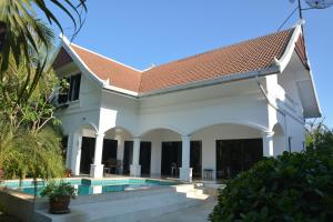 3 Bedroom South Pattaya Beachfront - Ban Nong Chap Tao