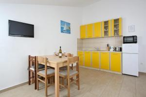 Apartments Jasmina, Apartmány  Novalja - big - 6