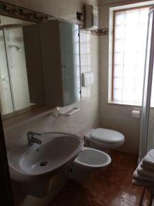 Hotel Milano, Hotely  Asiago - big - 37
