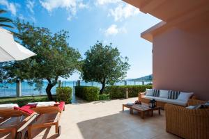 Corfu Beachfront Villa - Agios Ioannis Peristerion