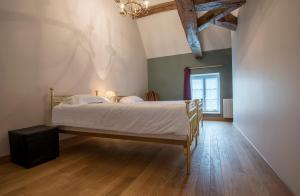 Le Logis D'Azé, Отели типа «постель и завтрак»  Azé - big - 15