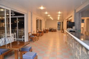Blue Nest Hotel, Hotel  Tigaki - big - 59