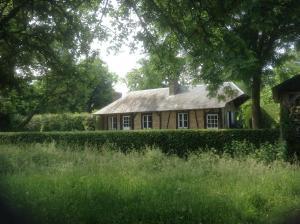 Charmante Petite Maison dans le Jardin