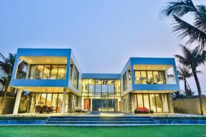 The Yacht Villa