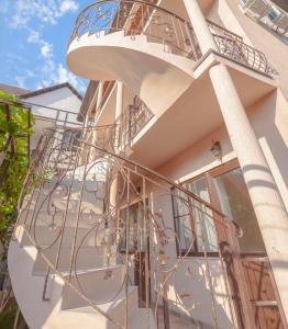 Гостевой дом Виноградная лестница, Голубая Бухта