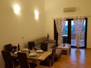 Istria Holiday Home Villa Adriatic, Vily  Kaštelir - big - 43