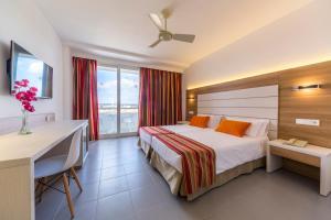 Globales Mediterrani, Hotels  Cala Blanca - big - 2