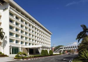 Radisson Hotel Brunei Darussal..