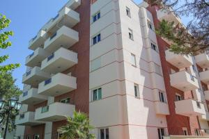 Luxury Apartments Golem - Golemasi