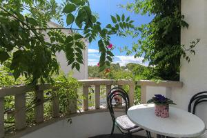 Standard Two-Bedroom Apartment with Sea View Villa Rubcic