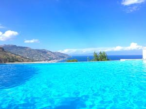 PANORAMIC RESIDENCE with Pool & View - AbcAlberghi.com