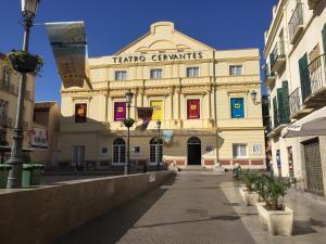 Apartamentos Gold Cervantes, Apartmány  Málaga - big - 41