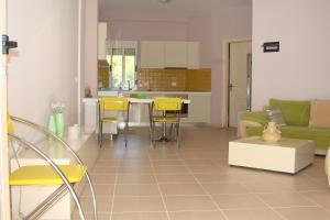 Cozy Beach House Gjiri Lalzit, Ferienhäuser  Fushë-Draç - big - 15