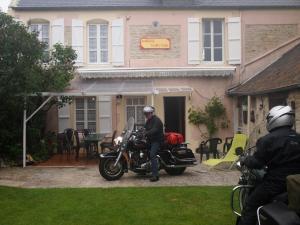 Chambres et Tables d'hôtes à l'Auberge Touristique, Bed and breakfasts  Meuvaines - big - 26