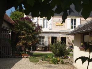 Chambres et Tables d'hôtes à l'Auberge Touristique, Bed and breakfasts  Meuvaines - big - 25