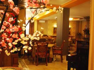 Hotel Austria, Szállodák  Tirana - big - 52