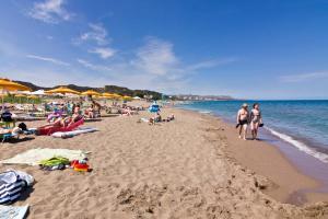 Beach Break, Aparthotely  Faliraki - big - 35