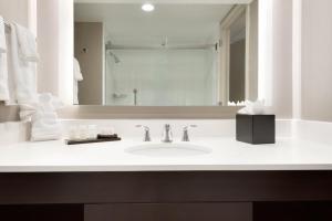 Embassy Suites by Hilton Milwaukee Brookfield, Hotels  Brookfield - big - 27