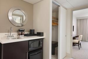 Embassy Suites by Hilton Milwaukee Brookfield, Hotels  Brookfield - big - 26