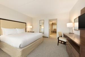 Embassy Suites by Hilton Milwaukee Brookfield, Hotels  Brookfield - big - 21
