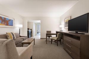Embassy Suites by Hilton Milwaukee Brookfield, Hotels  Brookfield - big - 23