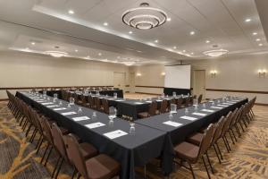 Embassy Suites by Hilton Milwaukee Brookfield, Hotels  Brookfield - big - 42