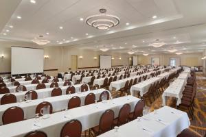 Embassy Suites by Hilton Milwaukee Brookfield, Hotels  Brookfield - big - 45