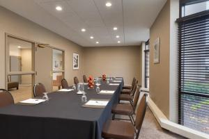 Embassy Suites by Hilton Milwaukee Brookfield, Hotels  Brookfield - big - 47