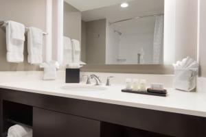 Embassy Suites by Hilton Milwaukee Brookfield, Hotels  Brookfield - big - 37