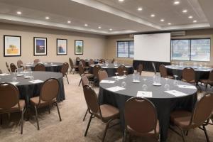 Embassy Suites by Hilton Milwaukee Brookfield, Hotels  Brookfield - big - 46