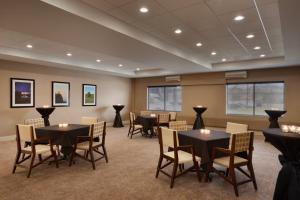 Embassy Suites by Hilton Milwaukee Brookfield, Hotely  Brookfield - big - 35