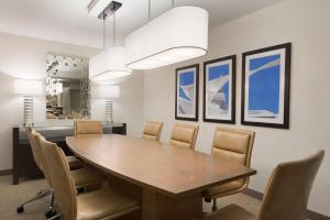 Embassy Suites by Hilton Milwaukee Brookfield, Hotels  Brookfield - big - 43