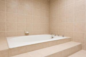 Embassy Suites by Hilton Milwaukee Brookfield, Hotels  Brookfield - big - 38