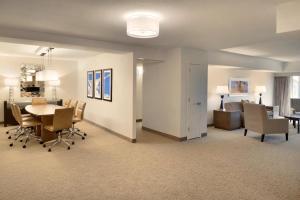 Embassy Suites by Hilton Milwaukee Brookfield, Hotels  Brookfield - big - 34