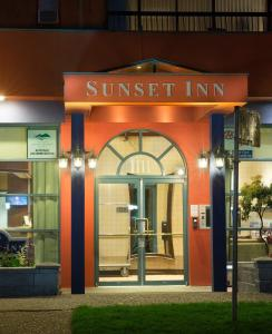 Sunset Inn and Suites - Vancouver