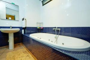 Apartment Deribasovskaya with jacuzzi, Apartmanok  Odessza - big - 20