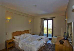 Δίκλινο Δωμάτιο - με 1 διπλό ή 2 μονά κρεβάτια - με θέα στο Βουνό